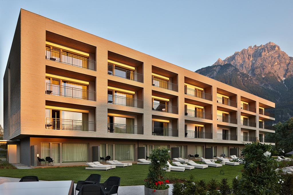 Dolomiten Hotel Suites Aussen Abends